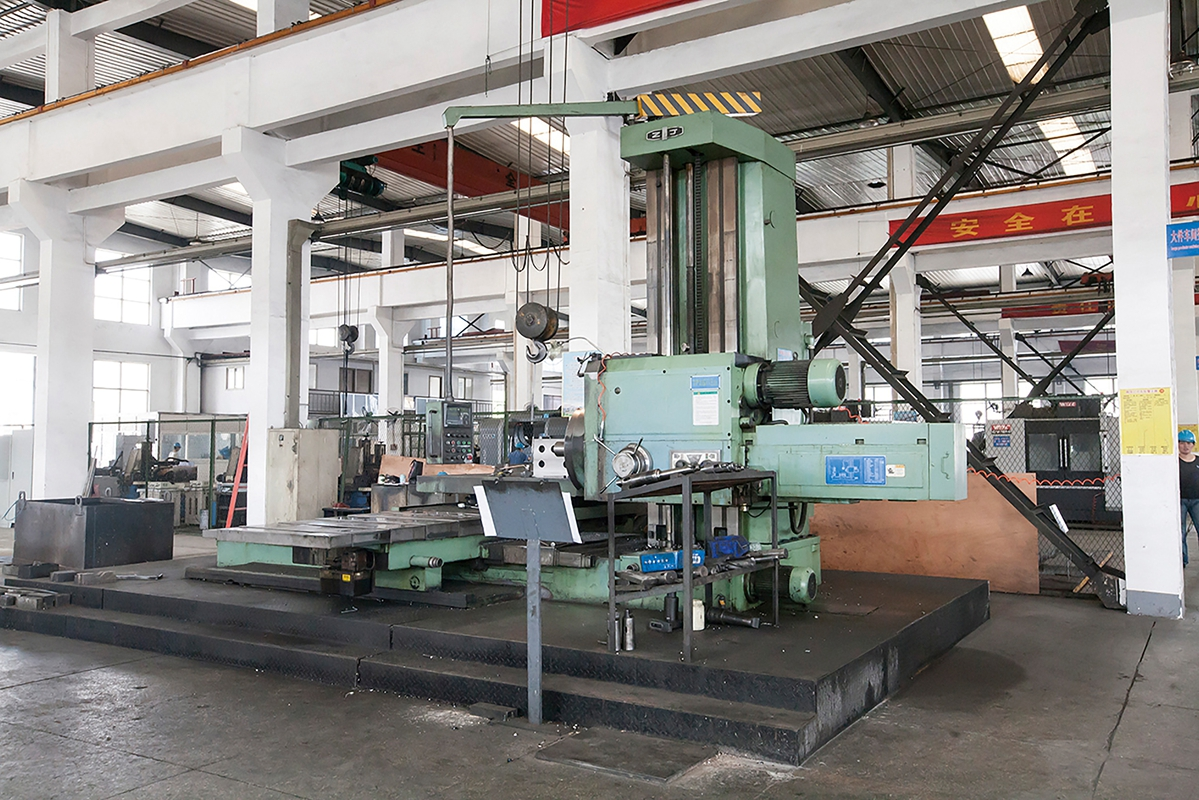 Large floor boring machine